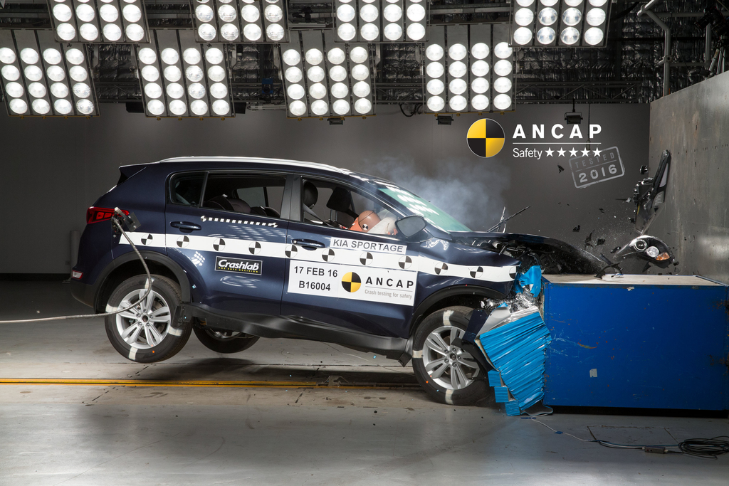 kia sportage first suv to achieve 2016 ancap safety rating. Black Bedroom Furniture Sets. Home Design Ideas